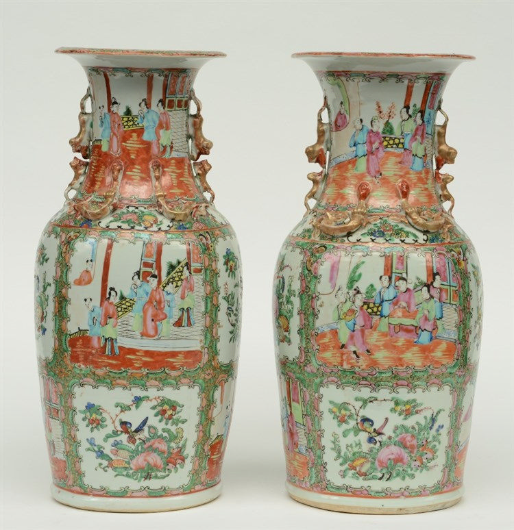 A pair of Chinese Canton vases with relief decoration, 19thC, H 45,5 cm