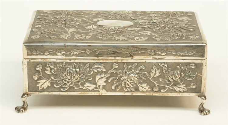 A Chinese silver jewelry box, floral relief moulded, 'Hung Shong & Co', H 1