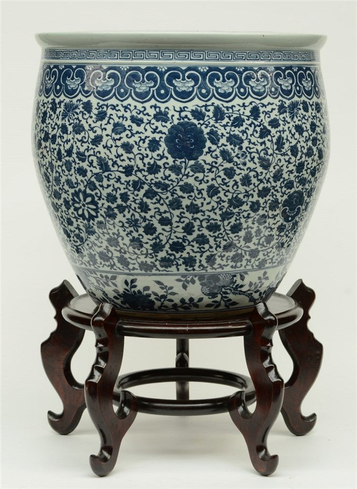 A Chinese blue and white jardinière with floral decoration, with a matching