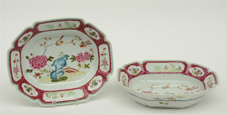 A pair of Chinese famille rose decorated octagonal plates, 18thC, H 7 - W 2
