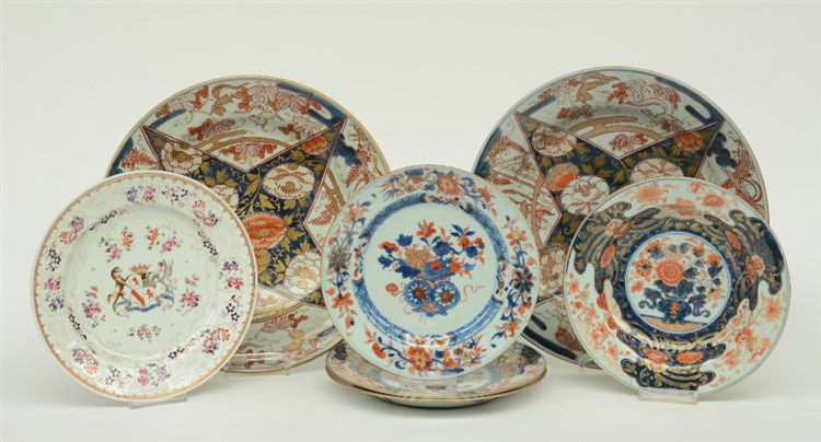 A lot of Chinese and Japanese Imari plates and dishes, 18thC; added a Chine