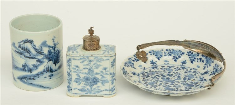 A Chinese blue and white plate and tea caddy, floral decorated, with 19thC