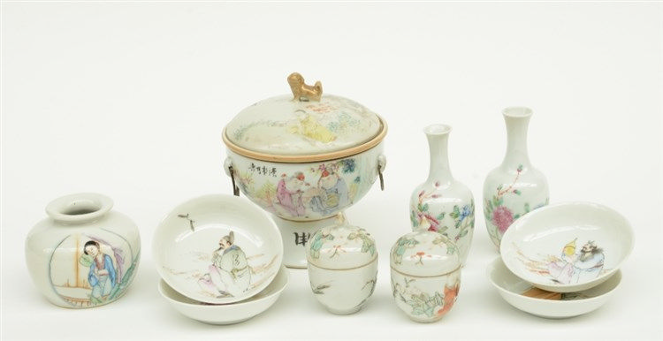 Lot of Chinese famille rose and polychrome porcelain, decorated with litera