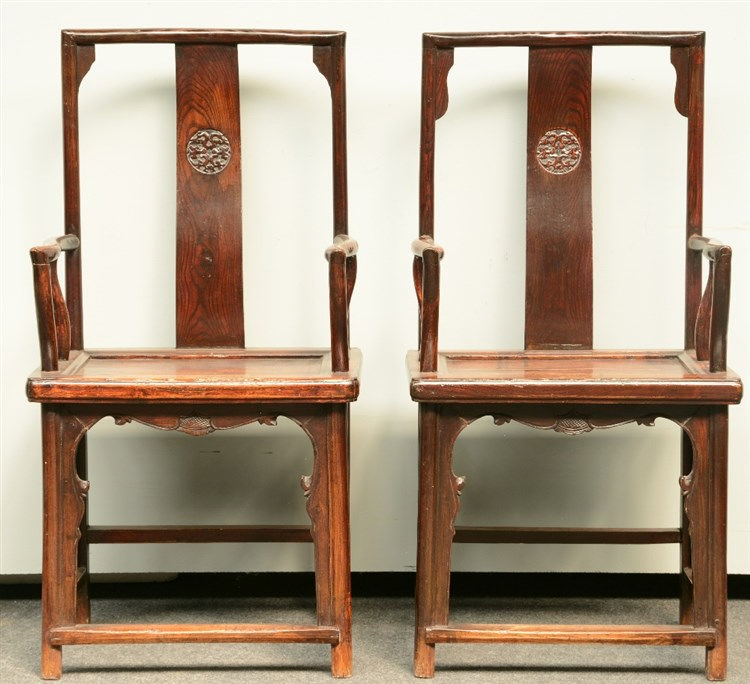 A pair of Chinese elm wood armchairs, ca. 1900, H 112 - W 57 cm (minor dama