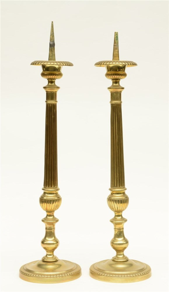 A pair of brass Neoclassical candlesticks, H 73,5 - 76,5 cm