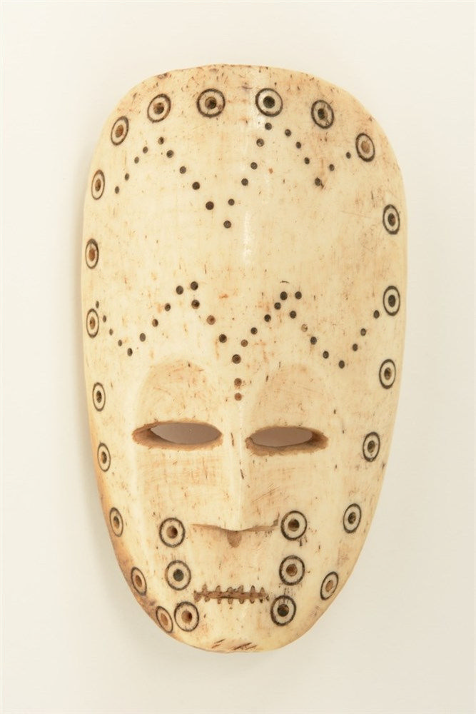 A 19thC African bone mask, H 12,7 cm