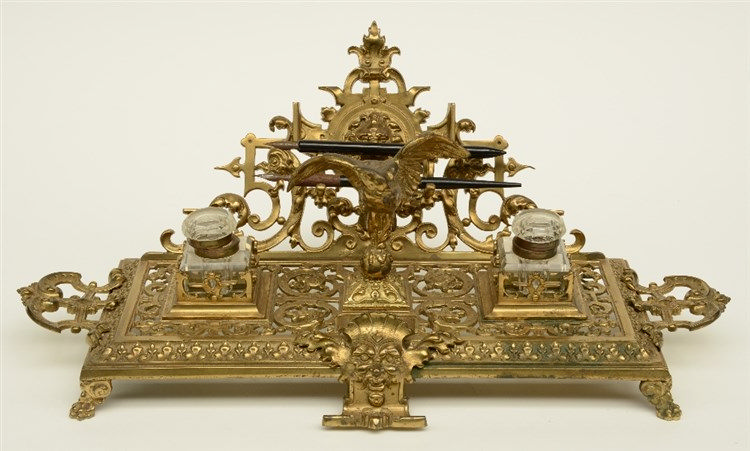 An imposing late 19thC bronze renaissance revival inkstand, H 21,5 - W 53 -