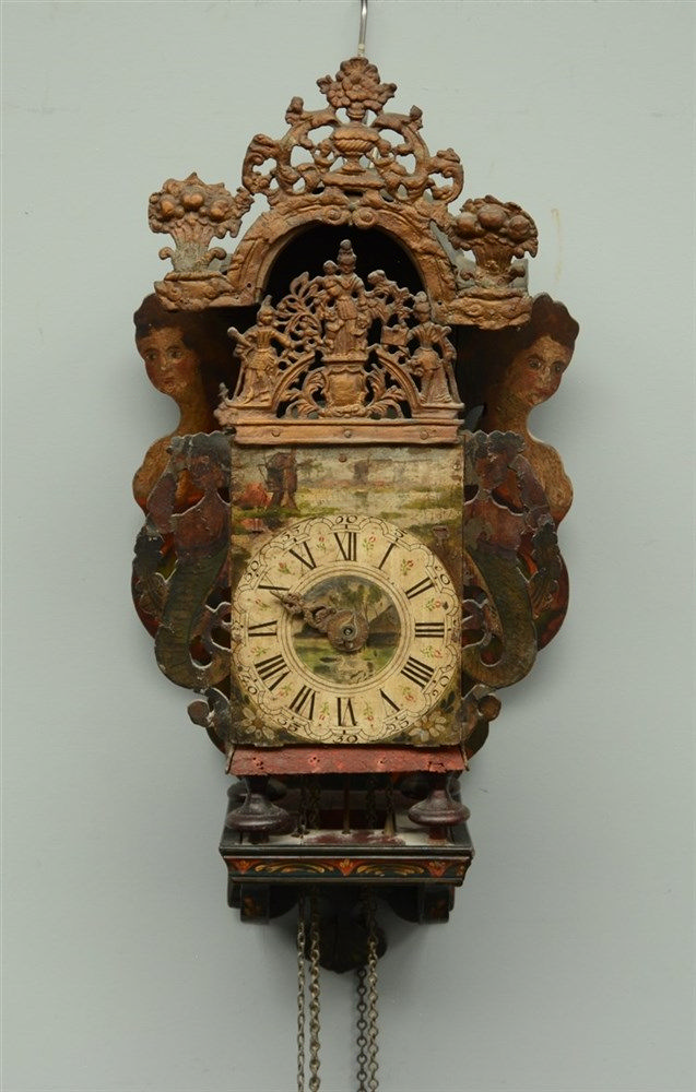 An 18thC Frisian polychrome painted barge clock, H 71,5 - W 33,5 - D 25cm