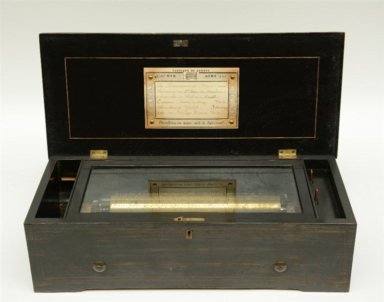 A 19thC ebonised and rosewood veneered music box, 'Fabrique de  Genève - Si