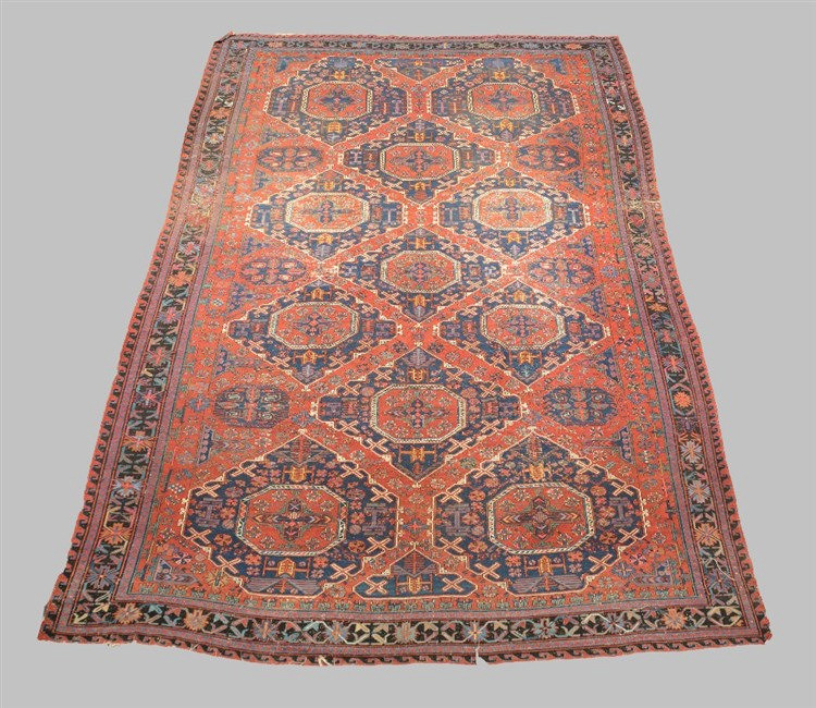 A large oriental floral decorated rug, 331,5 x 506 cm
