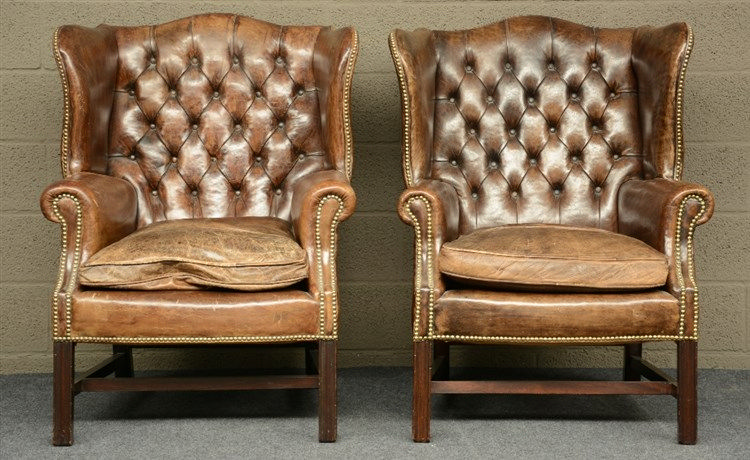 A pair of Chesterfield wingchairs, with brown leather upholstering, H 102,5