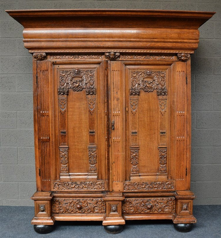 An oak wardrobe, partly 17th and 18thC, H 193 - W 176,5 - D 75 cm