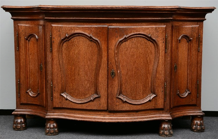 An 18thC, Flemish LXV style bended oak cupboard,H 94,5 - D 73 - L 157,5 cm