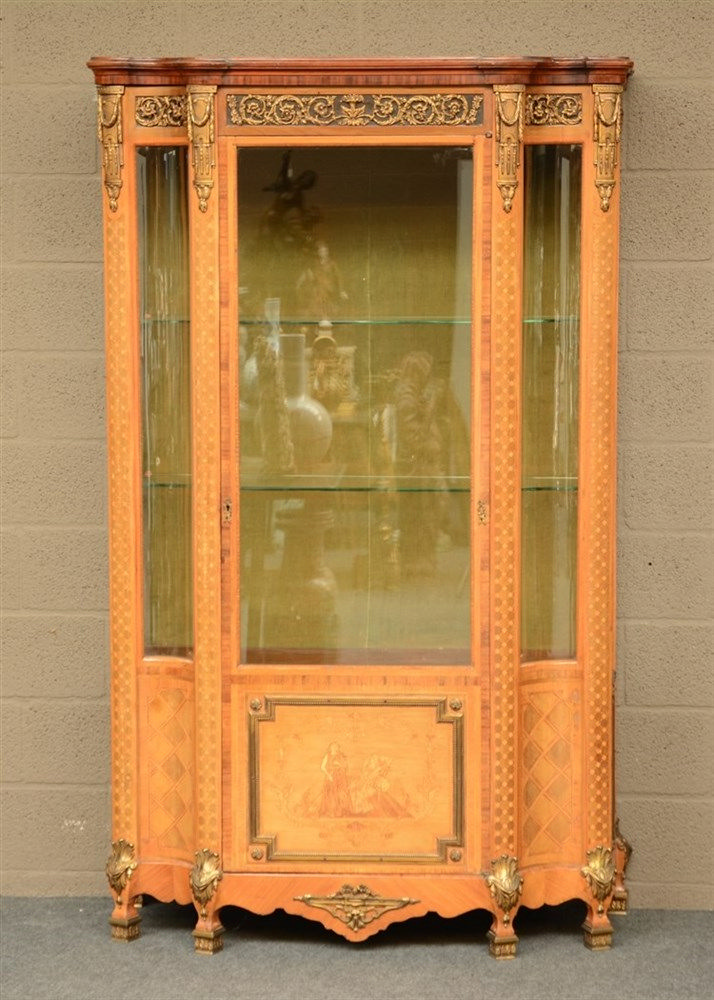 A charming Neoclassical display cabinet, mahogany veneerd and marquetry, br