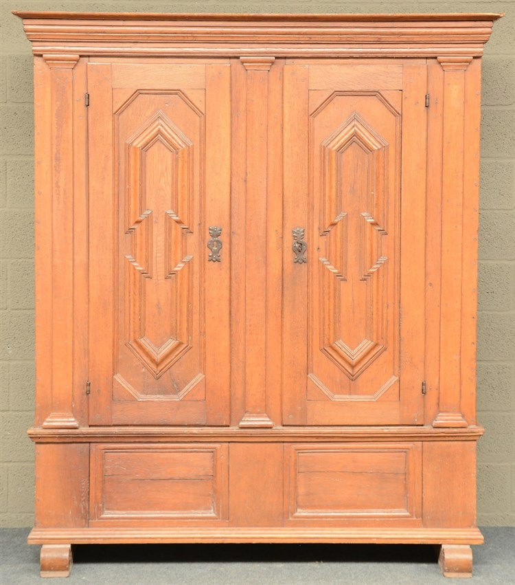 A 18thC German oak cupboard, H 194,5 - W 169,5 - D 58 cm