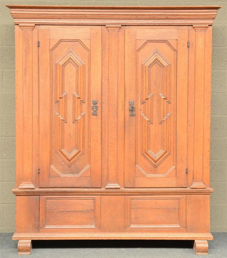 A 18thC German oak cupboard,H 194,5 - W 169,5 - D 58 cm