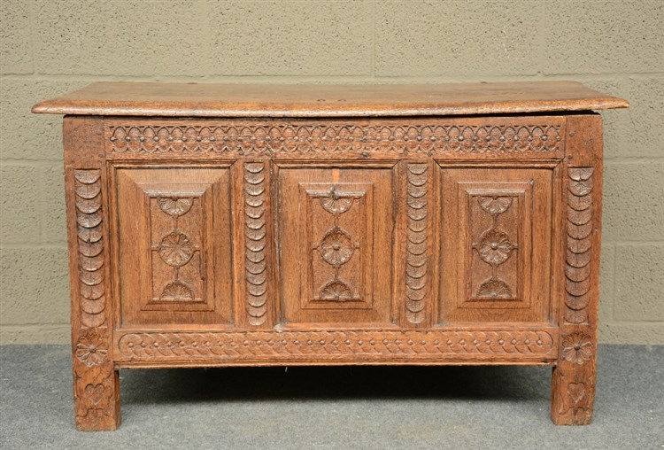 A 18thC carved oak chest, H 66 - W 113 - D 50 cm
