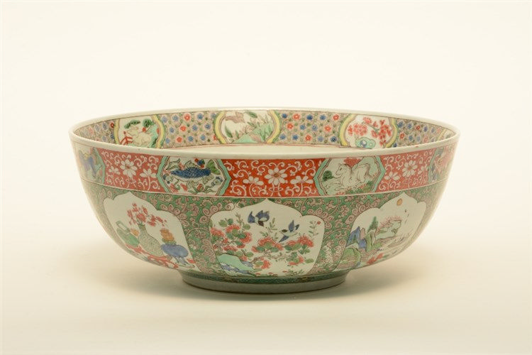 An unusual Samson polychrome bowl, 19thC, H 15,5 cm - Diameter 39 cm