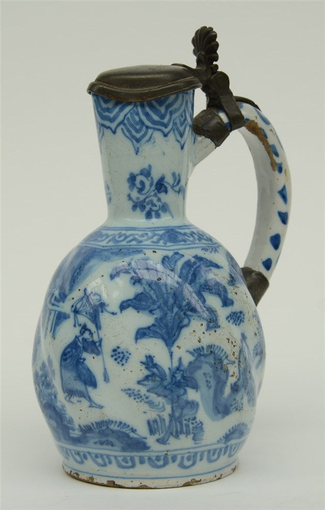 A blue and white chinoiserie jar, probably Dutch Delftware, 17thC, H 23 cm