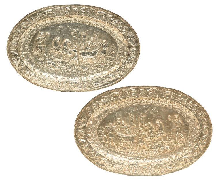 Two exceptional silver plates, reliëf decorated depicting scenes of the Tro