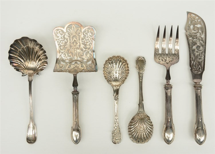 A lot of various silver and plated cutlery, L 20 - 30,5 cm