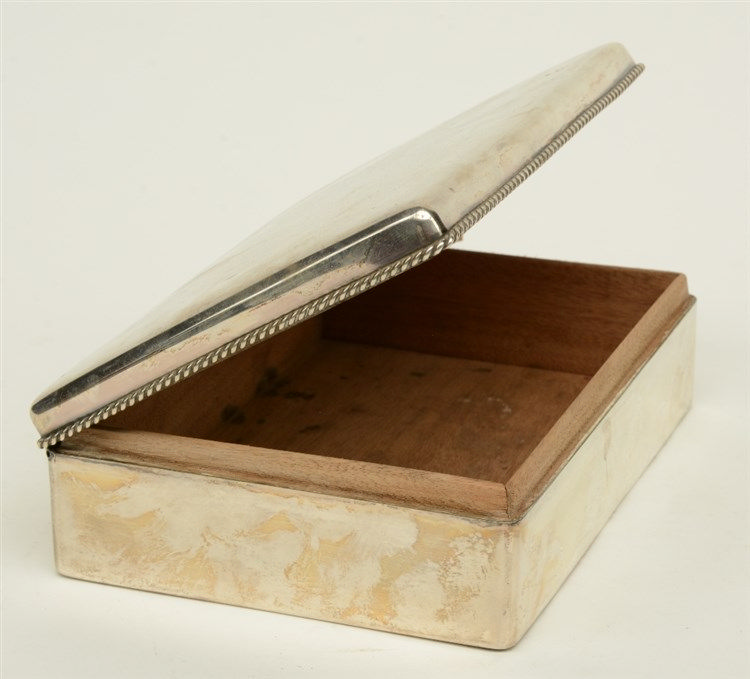 An early 20thC silver cigar box, 835/000, with a wooden inside, H 5,5 - W 1