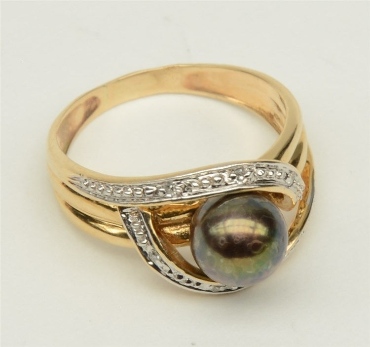 An 18ct golden ring, set with so-called 'Tahiti' pearl, Weight: ca. 4,4 g