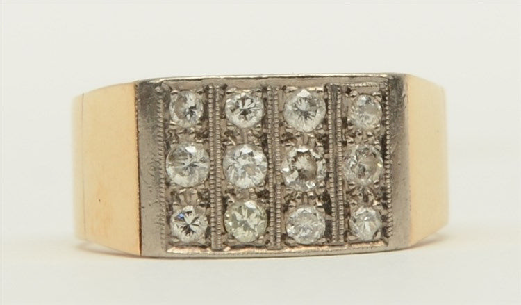 An 18ct gold ring, set with twelve brilliant cut diamonds, Weight: ca. 6,6