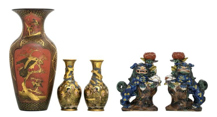 A Japanese red lacquered and gilt decorated vase, the roundels with birds and flower branches, 19thC; added a pair of Satsuma vases, marked, 19thC; extra added a pair of Japanese polychrome decorated candlesticks, depicting a chi-chi on a rock and a flower branch, marked, about 1900,H 18,5 - 36 cm