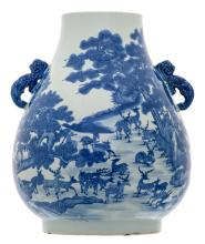 A Chinese blue and white hundred dear Hu vase with a Qianlong mark, H 45,5 cm