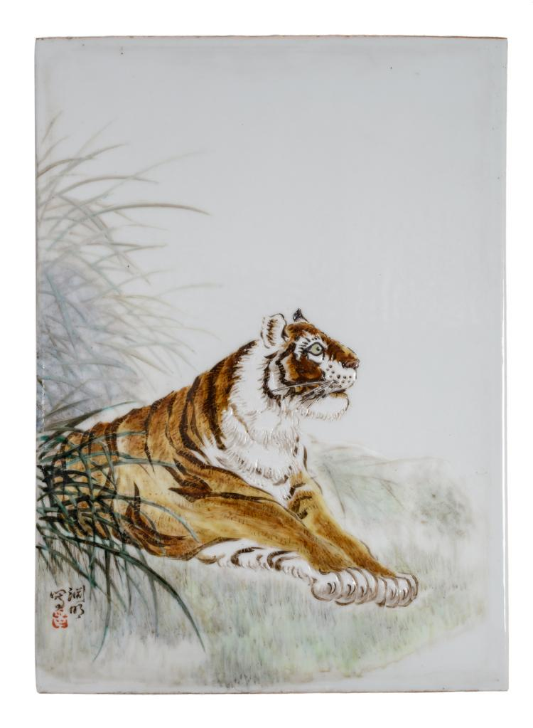 A Chinese polychrome decorated plaque with a tiger in a landscape, signed, in a wooden frame,23 x 32,5 cm