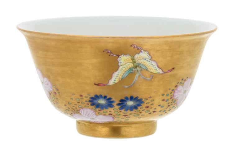 A Chinese polychrome and gilt decorated bowl with birds and flowers, Daoguang marked, H 6 - ø 10,5 cm