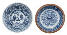 Two Chinese blue and white floral decorated bowls, the outside brown / red glazed, H 8 - 11,5 - ø 27,5 cm