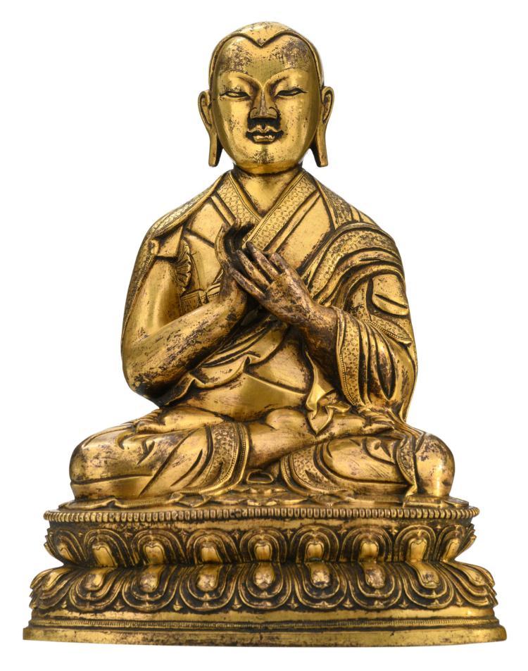 A Sino-Tibetan gilt bronze seated Buddha,H 32 - W 23 - D 16,5 cm