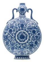 A Chinese blue and white decorated moonflask with lotus and Buddhist auspicious symbols, the handles ruyi shaped, with a Qianlong mark,H 34 - W 23,5 cm