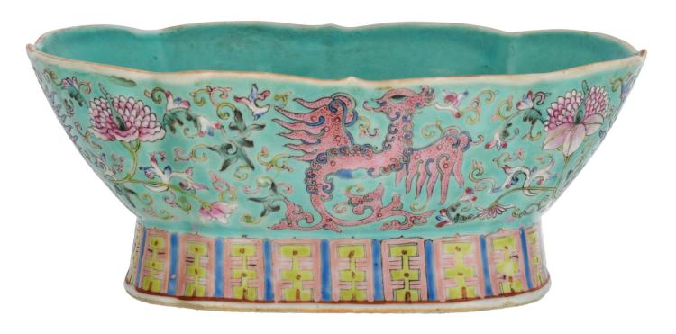 A Chinese oval lobed turquoise ground footed bowl, floral decorated with phoenix, H 10 - W 24,5 - D 17,5 cm