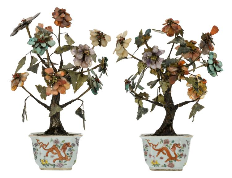 A pair of Chinese trees with semi-precious stones, the porcelain jardinieres polychrome decorated with dragons and flower branches, about 1900, H 33,5 - 35,5 - W 26 - 21 cm