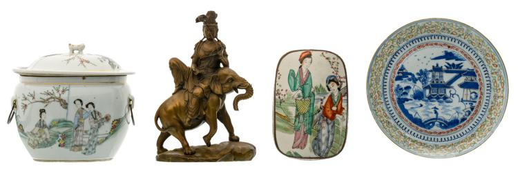 A Chinese blue and white and polychrome decorated dish and a bowl and cover with gallant garden scenes and a mountainous river landscape, both marked; added a Chinese bronze Guanyin, seated on an elephant; extra added a decorative silver plated copper box and cover with a Chinese polychrome porcelain plaque, H 6 - 23 - ø 22cm