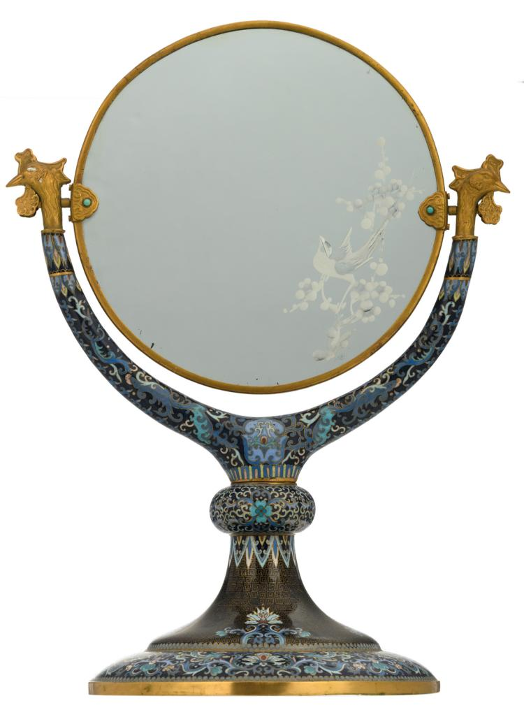 A Chinese floral decorated cloisonné footed mirror with gilt brass mounts and semi-precious stones inlay, H 54,5 - W 41 - D 28,5 cm