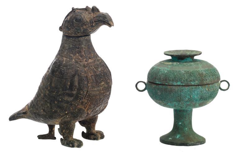 A Chinese archaic bronze predatory bird shaped jug; added a ditto ritual vessel (dou), H 20 - 29,5 cm