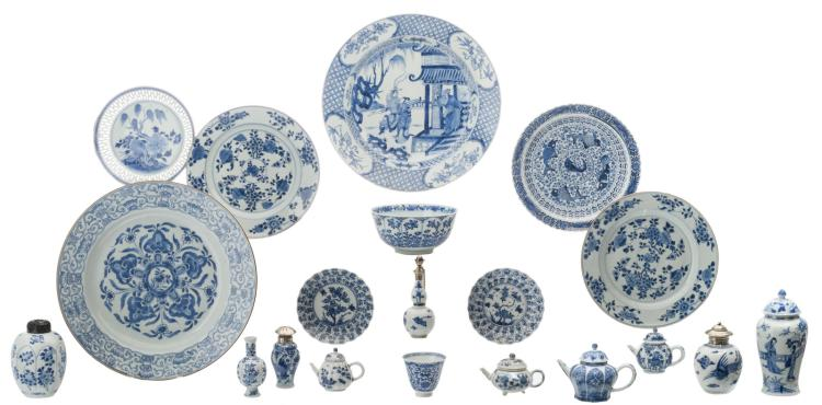 An important collection of Chinese blue and white floral decorated porcelain, Kangxi and period , some with silver mount, some marked, 17th and 18thC, H 3,5 - 20 - ø 15 - 39 cm