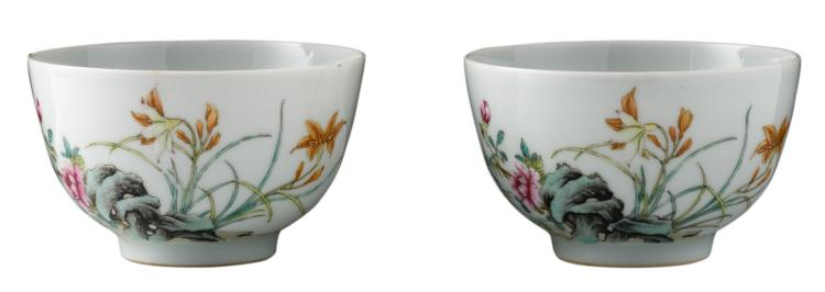 A pair of Chinese famille rose floral decorated cups with a rock and flower branches, with a Yongzheng mark, H 5 - ø 9,5 cm