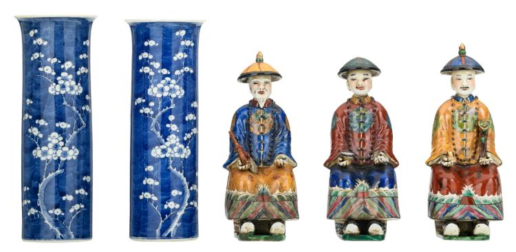 A pair of Chinese blue and white decorated cylindrical vases with prunus blossoms; added three ditto polychrome figures, marked, H 25 - 30,5 cm