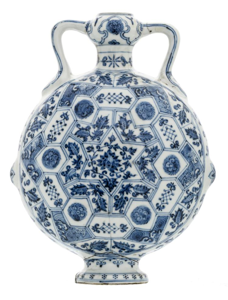 A Chinese blue and white decorated moonflask with floral motifs, H 28 cm