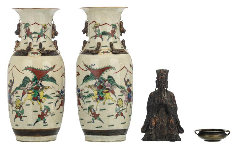 A pair of Chinese stoneware polychrome decorated vases with a battle scene, marked; added a Chinese bronze patinated figure depicting a deity, with a Ming mark; extra added a bronze incense burner, H 4 - 46,5 - W 15 - D 11 cm