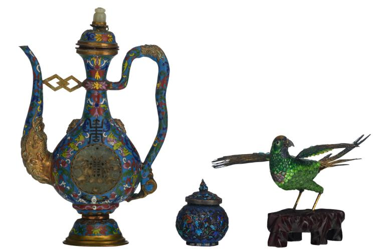 A Chinese cloisonné enamel jug and cover, dragon relief decorated, the medallions with carved jade plaques; added a Chinese gilt silver filigree enamel cricket box and a ditto bird on a wooden stand, H 7,5 - 27 cm