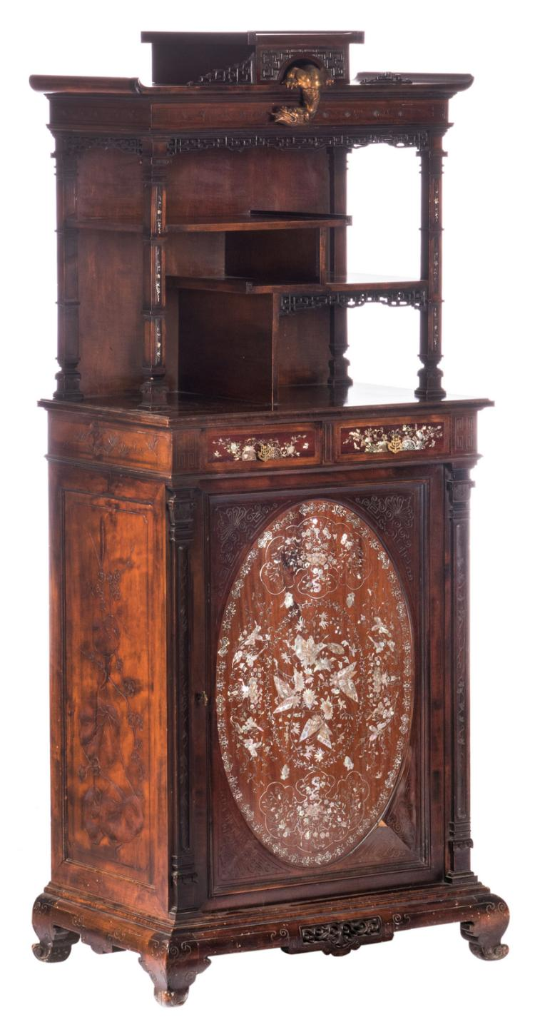 An Oriental elegant little Italian walnut cabinet with mother-of-pearl inlay, in a niche on top a peeping brass dragon, late 19thC, H 153,5 - W 66,5 - D 44 cm