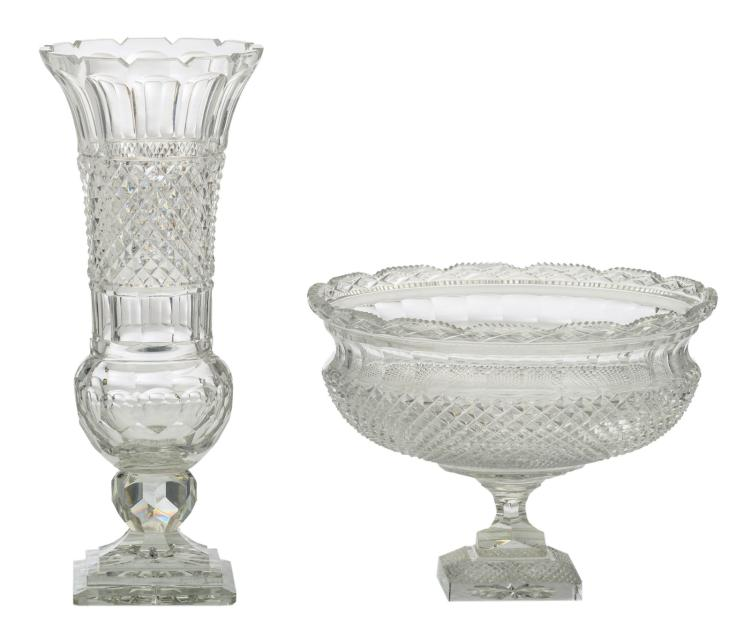 A diamond cut to clear crystal vase and footed bowl, H 22,5 - 40,5 cm