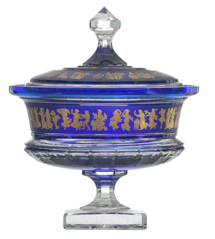 A decorative blue overlay Val-Saint-Lambert crystal cut bowl and cover on foot, relief decorated with scenes after the antiques, H 36,5 - ø 32 cm