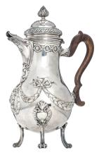 A Neoclassical silver coffee pot, Bruges hallmark, date letter (17)74, maker's mark Pieter de Thieu (Stuyck 1424), ex. exhibition 'Meesterwerken van de Brugse edelsmeedkunst', Bruges - Museum Memling & Brangwyn (7 July - 10 October 1993) - No. 409, with the accompanying catalogue, H 33,5 - Total weight: about 1330g